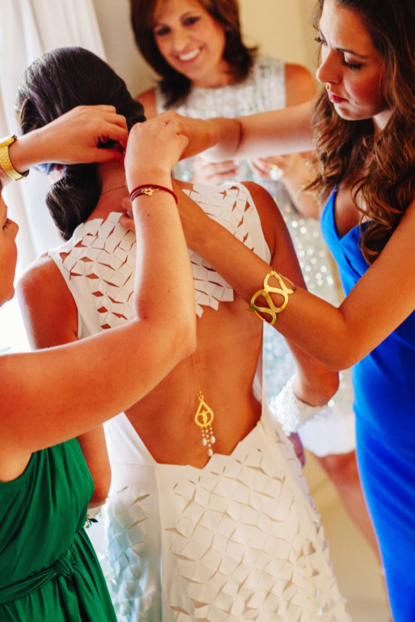 backless-wedding-dresses