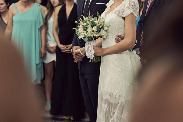 flowers-bride-white