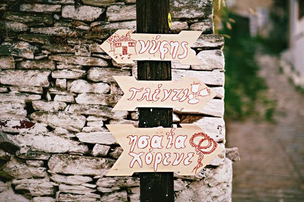 unique-wedding-idea-signs