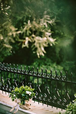 wedding-decoration-burlap-gardenians