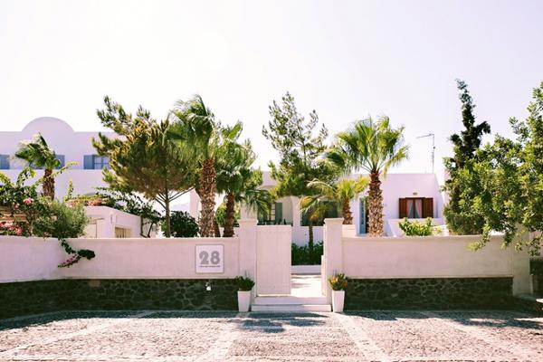 best-hotels-santorini-for-destination-wedding