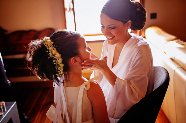 flower-girls-wedding-wreath