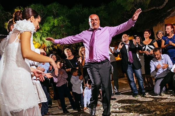 greek-dance-wedding-tradition