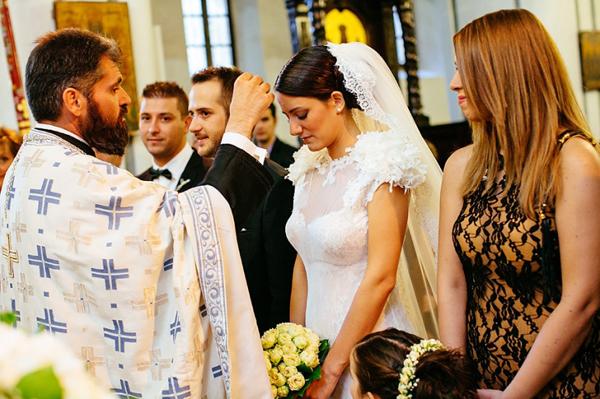 romantic-white-bridal-bouquete
