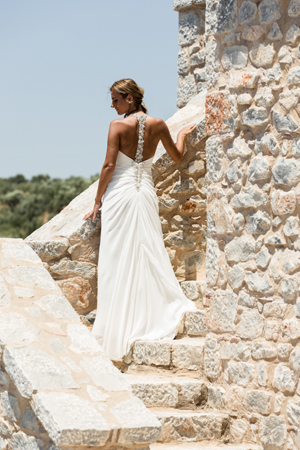 urban-wedding-dress-backless
