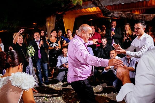 wedding-party-destination-dancing