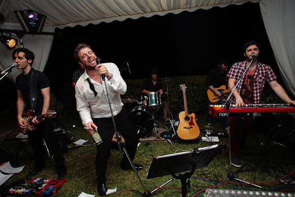 wedding-reception-singing