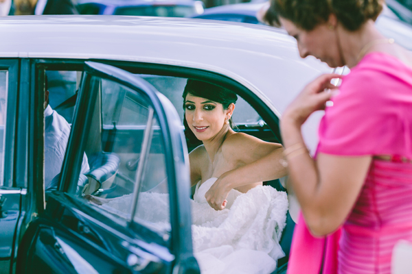 brides-arrival-car