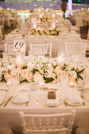 peonies-wedding-decorations-table