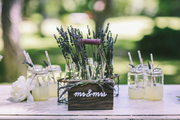 rustic-wedding-decor=lavender