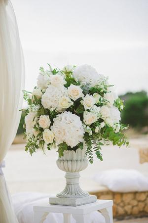 wedding-decor-white-peonies