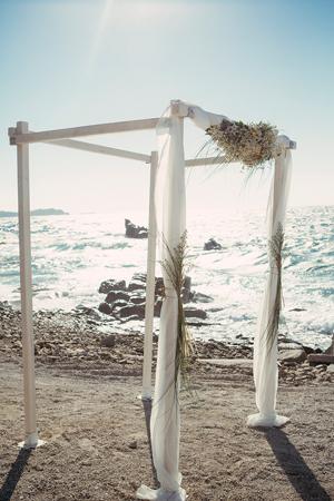 beach-ceremony-wedding-decorations
