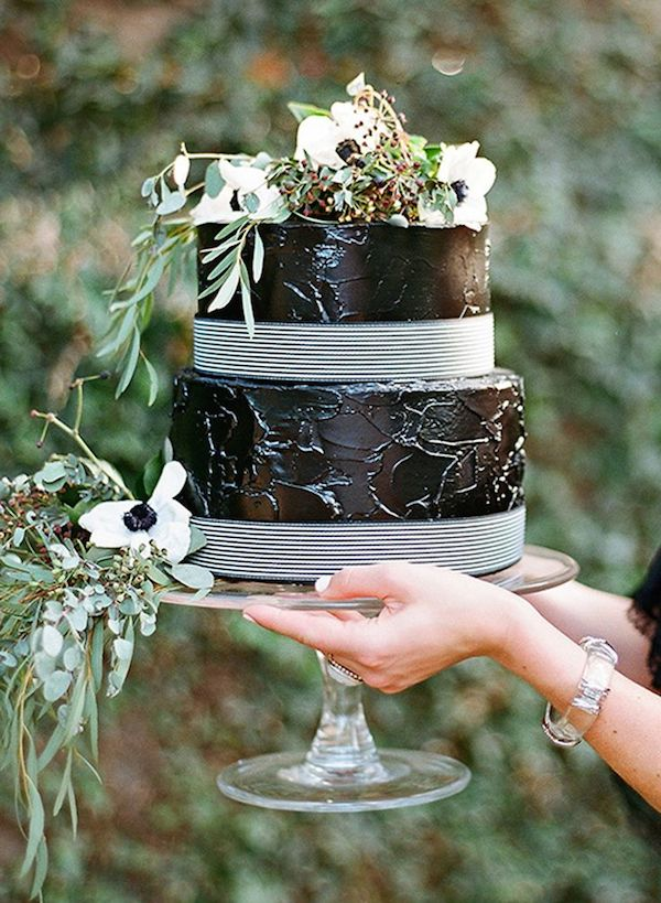 black-wedding-cake-unique-wedding-trend