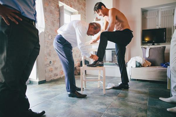 groom-preparations-greece-weddings