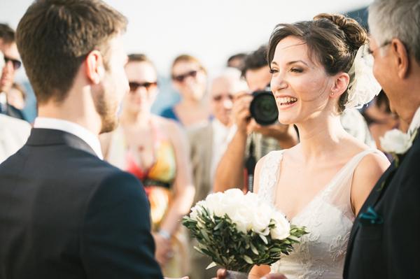 white-roses-wedding-bouquetes