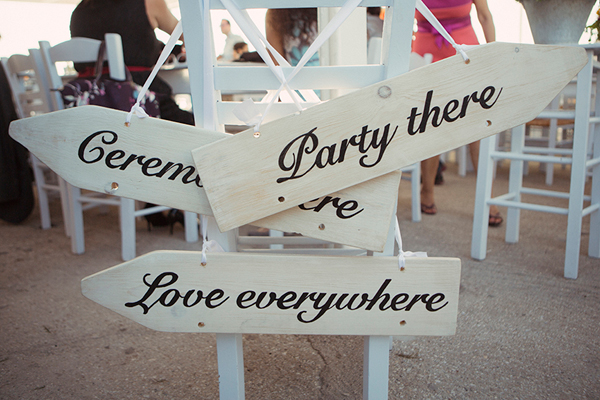 wooden-signs-wedding-party