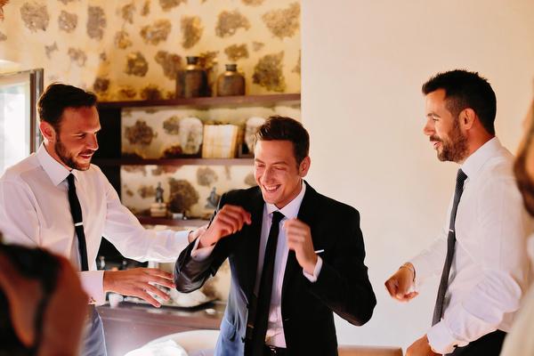 wedding-in-greece-groom-preparations