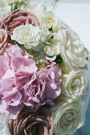white-blush-wedding-flower-decorations