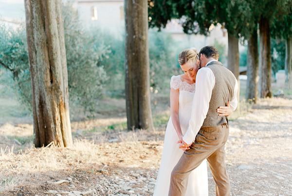 short-sleeved-long-train-wedding-dress