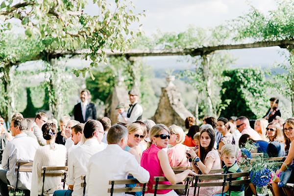 wedding-under-a-big-tree