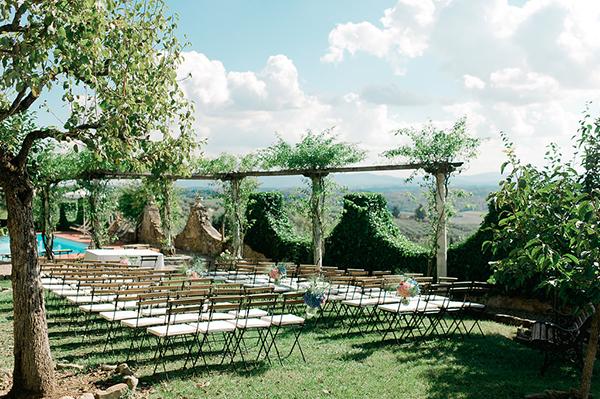 wedding-under-tree-tuscan