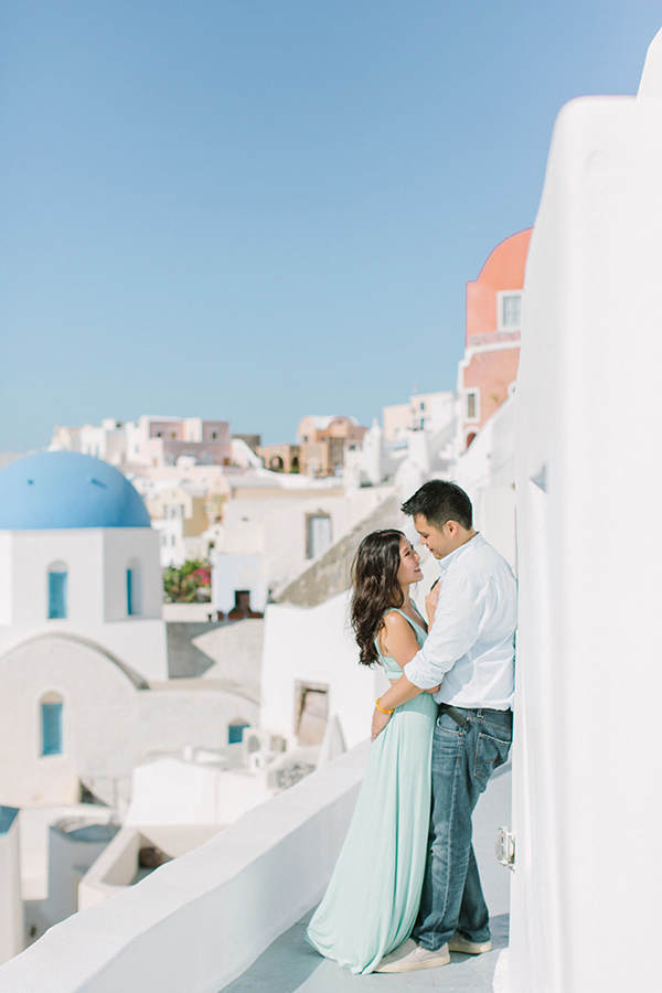 honeymoon-destinations-santorini