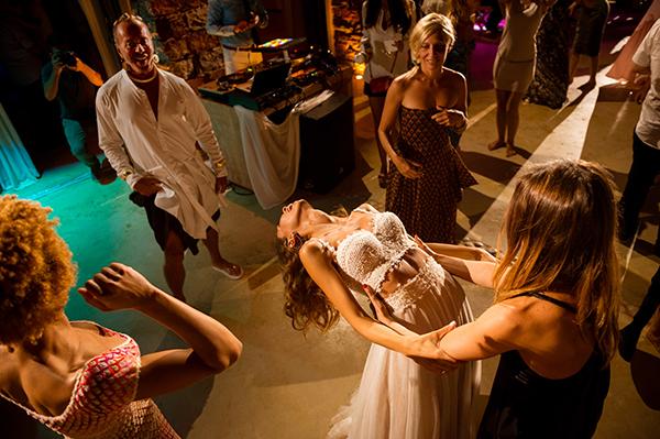 wedding-party-island-kea-summer