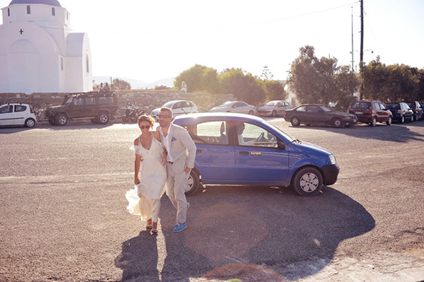 couple-boarding-ferry-boat-destination-wedding-1