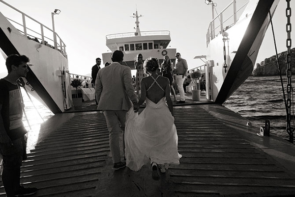 couple-boarding-ferry-boat-destination-wedding