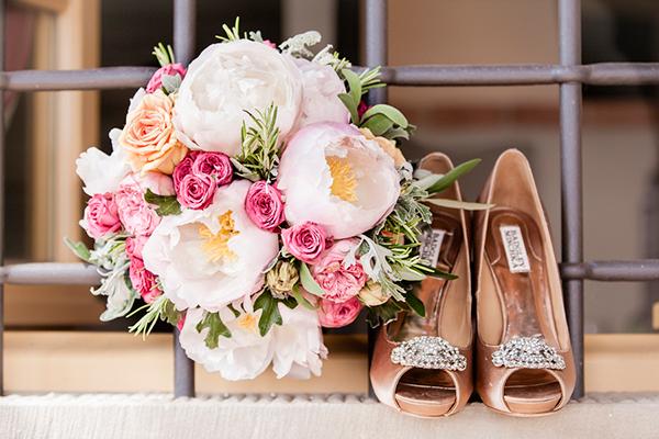 destination-wedding-tuscany-bouquet-bridal-shoes
