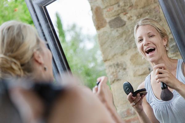 destination-wedding-tuscany-bridal-preparation-makeup