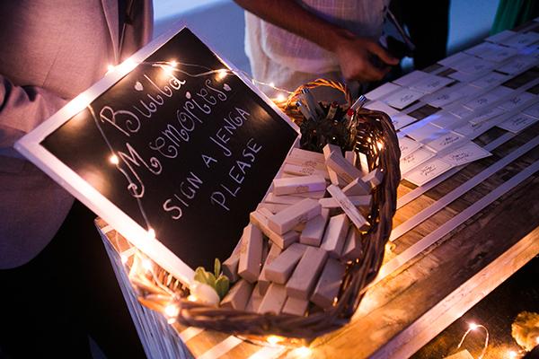 unique-wedding-ideas-jenga-signatures