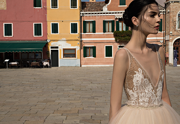 Plunging-neckline-wedding-gown-inbal-dror (2)