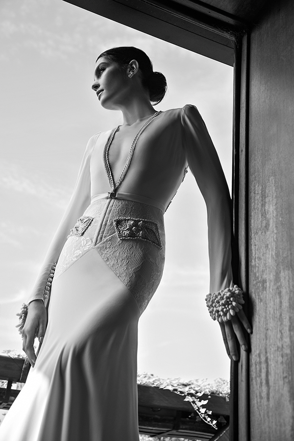 Plunging-neckline-wedding-gown-inbal-dror