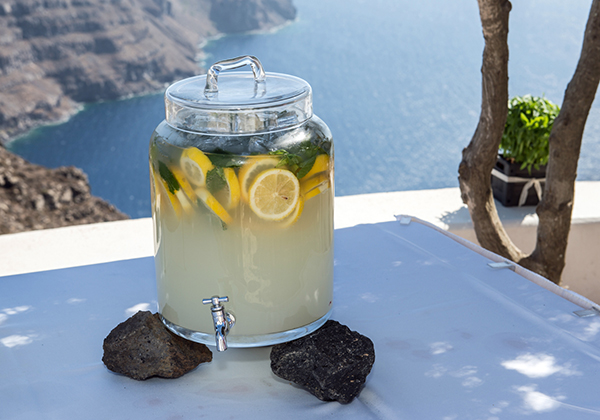home-made-lemonade-for-weddings-santorini
