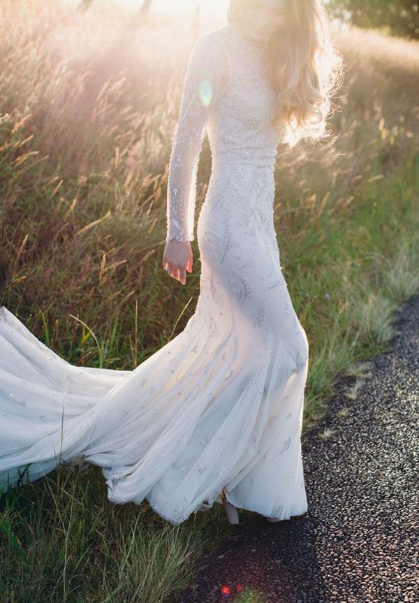 simple-flowy-feminite-wedding-dress