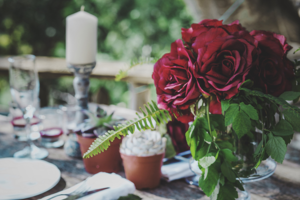 table-decoration-red-flowers-succulents3