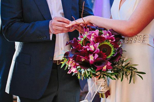 bridal-bouquet-rich-colors