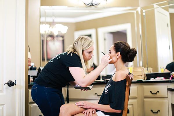 bride-makeup-preparations-wedding