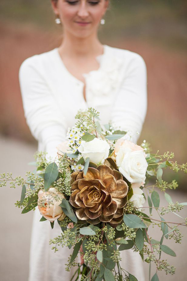 Copper-wedding-bouquet-with-succulents