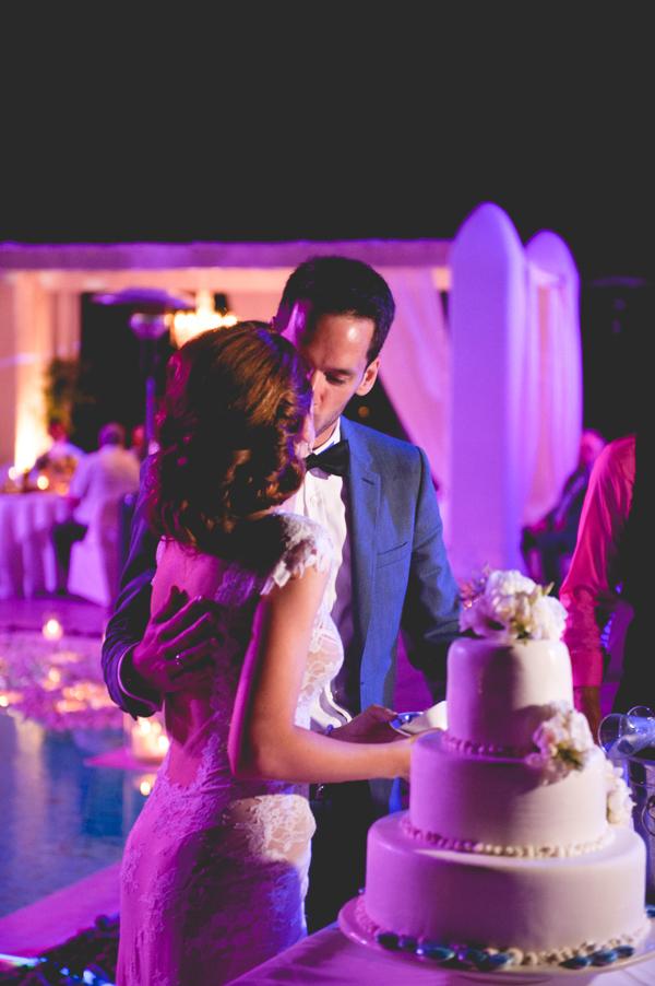 bridal-couple-wedding-cake