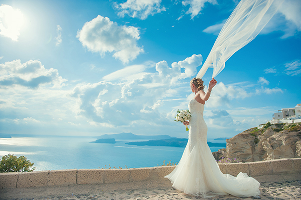 elegant-wedding-in-santorini-lusan-mandongus-wedding-dress