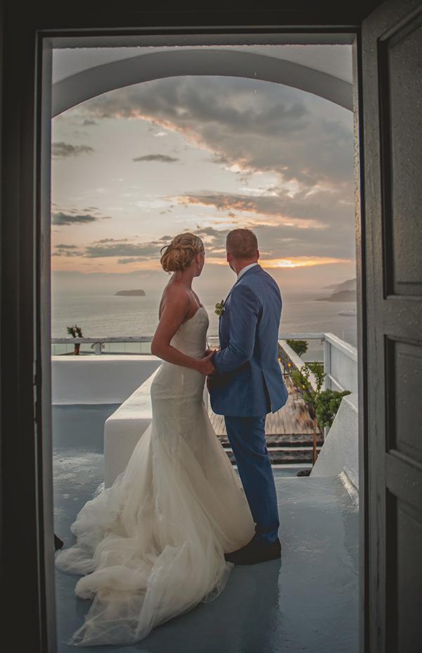 outdoor-elegant-wedding-in-santorini (5)