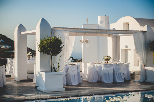 venue-decoration-wedding-in-santorini (3)
