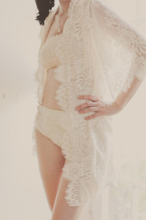 Queen-Scalloped-Lined-Bridal-lace-&-silk-robe