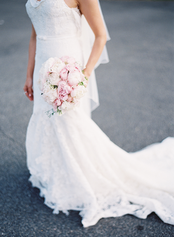 inbal-dror-wedding-dress-pastel-bridal-bouquet