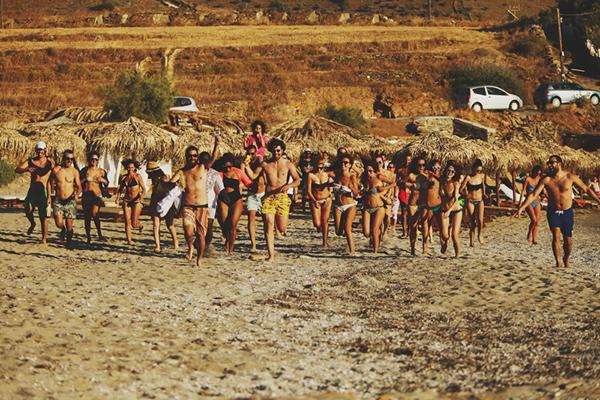 island-wedding-party-at-beach