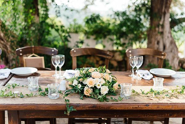 floral-decoration-roses-centerpiece