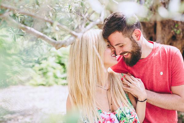 cute-engagement-photo-ideas (2)