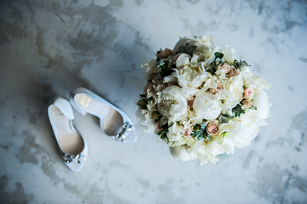 white-peonies-bridal-bouquet